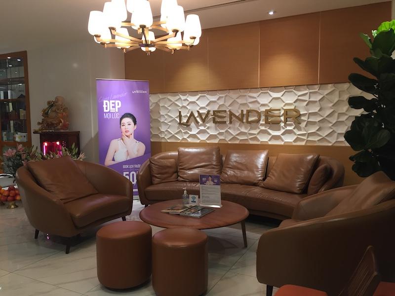 Trang trí giấy dán tường thẩm mỹ viện lavender