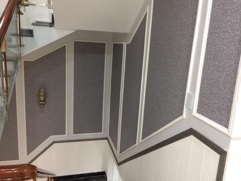 Trang trí giấy dán tường cầu thang