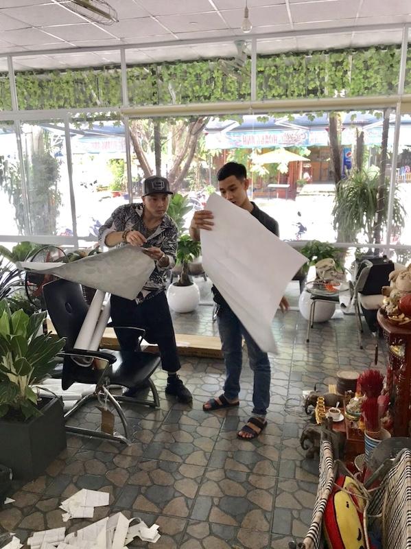 Tư vấn giấy dán tường Hàn Quốc cho ca sĩ Ưng Hoàng Phúc