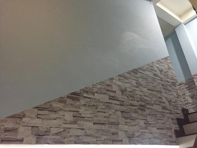 Giấy dán tường cầu thang giả đá