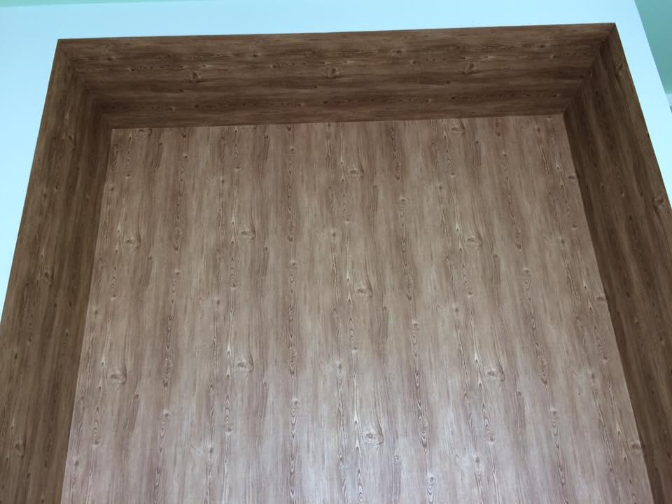 giấy dán tường giả gỗ cho phòng thờ